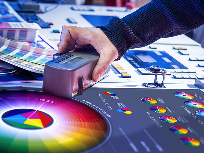G7 certified expert managing color accuracy of outsourced print management project